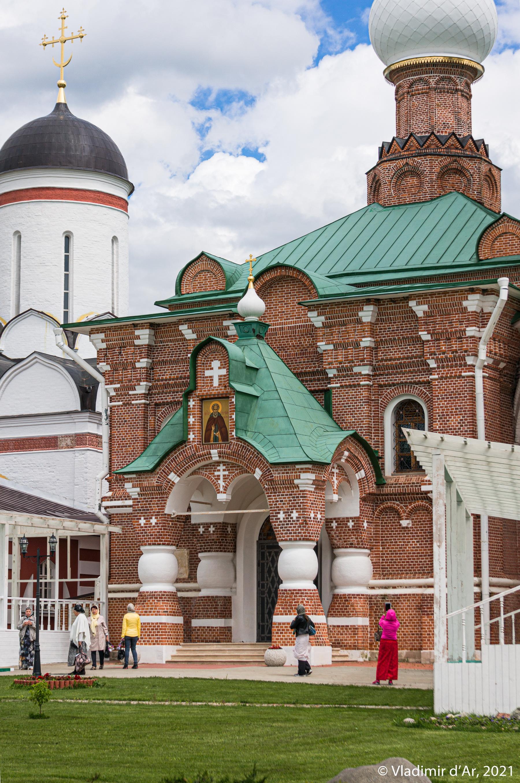 12. Главный западный вход Сергиевской церкви