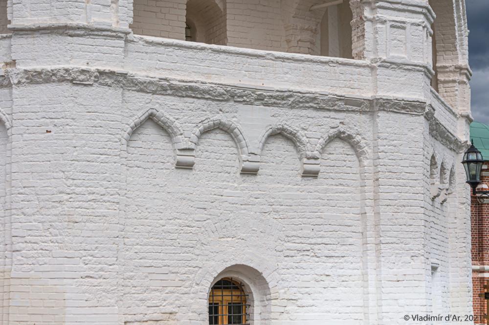 11. Архитектурные детали первого яруса колокольни