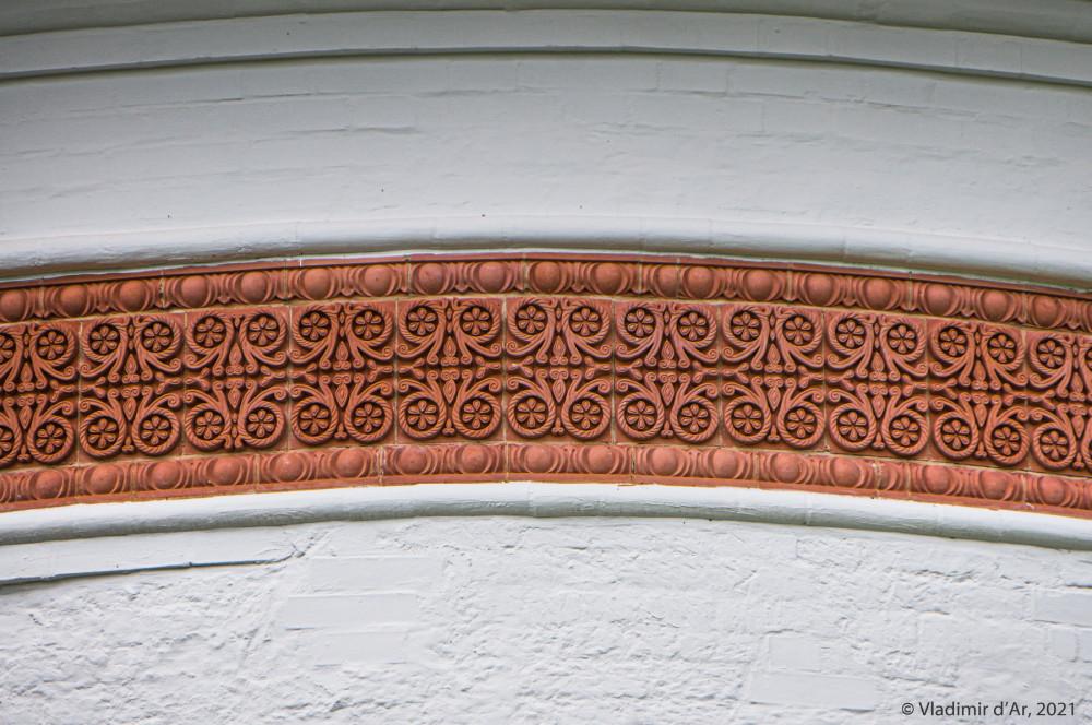 39. Орнаментальный керамический фриз