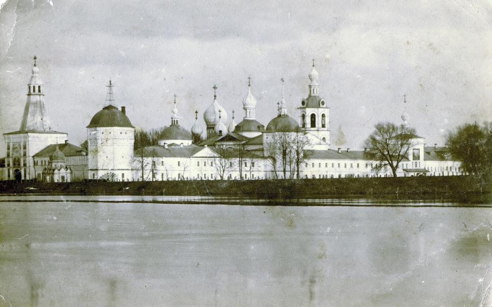 Всего 10 фото. Дореволюционная фотография Николо-Пешношского монастыря во время разлива реки Яхромы.