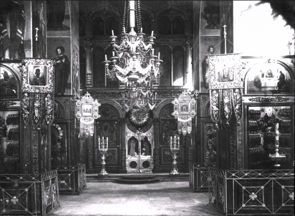 34. Интерьер Никольского собора до революции