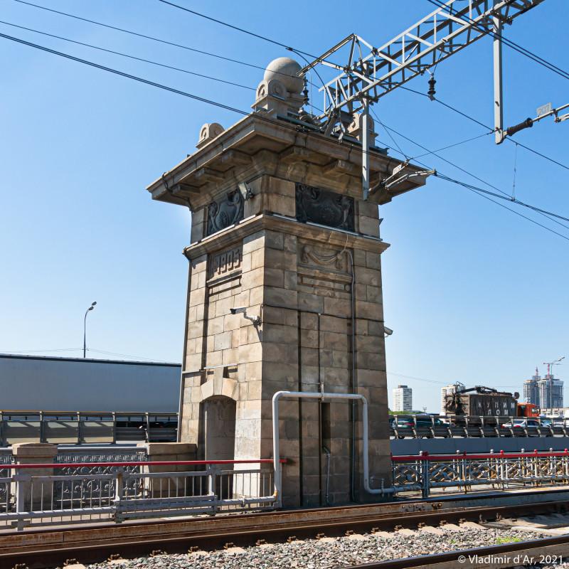 12. Левая башенка опры моста