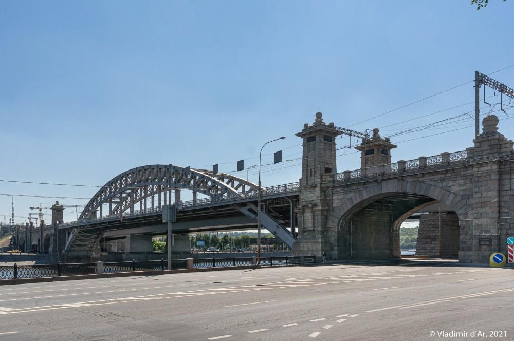 22. Вид на мост со стороны Бережковской набережной