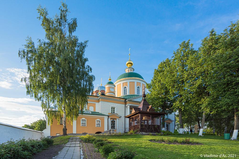 13. Покровский собор (2) и Деревянная колокольня (1990-е гг.) (6)