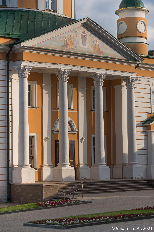 07. Северный портик Покровского собора.