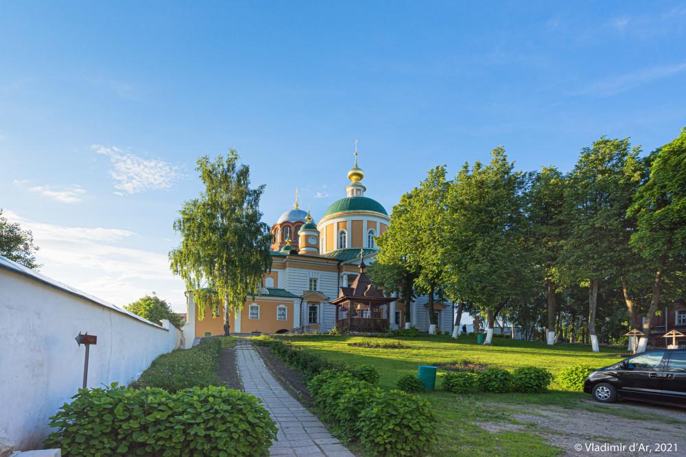 24. Место бывшего некрополя Покровского Хотькова монастыря