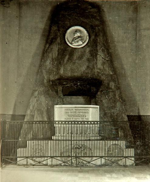Казанская церковь в Яропольце - надгробный памятник