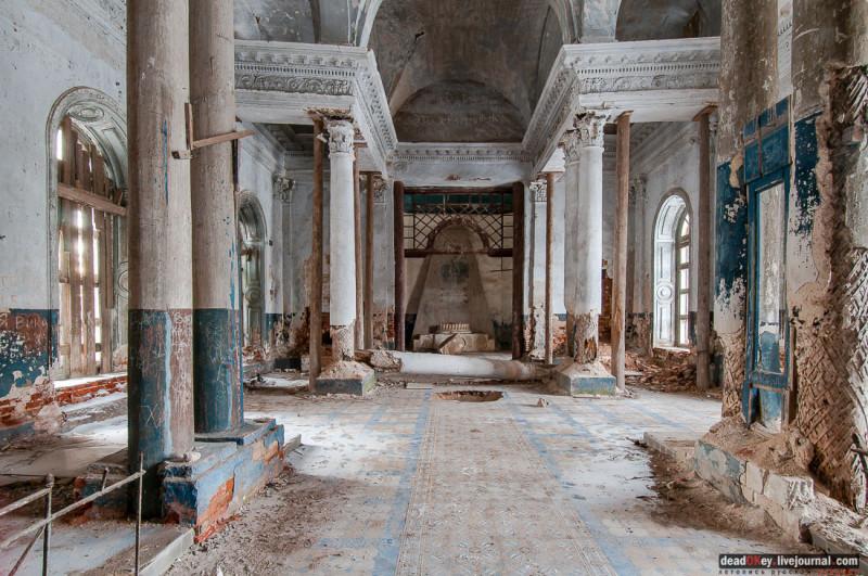Казанская церковь в Яропольце - склеп