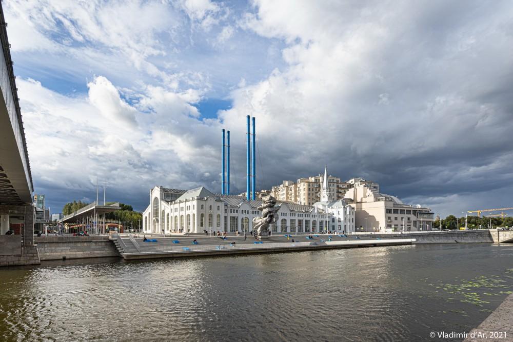 09. ГЭС-2 со стороны Якиманской набережной и Патриаршего моста через Обводной канал
