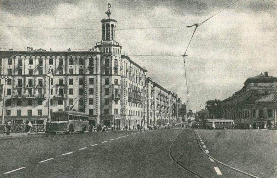 """08. """"Дом с башенкой"""" на Полянке. 1947 год."""