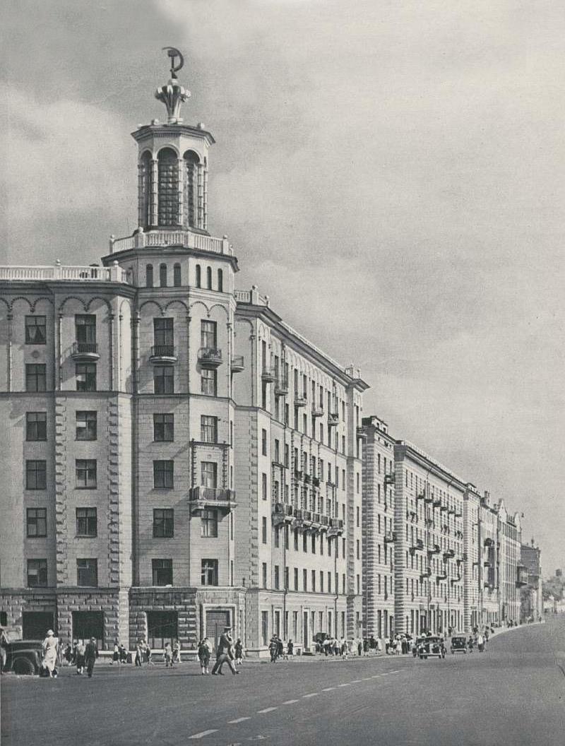 """07. """"Дом с башенкой"""" на Полянке. 1950 год."""