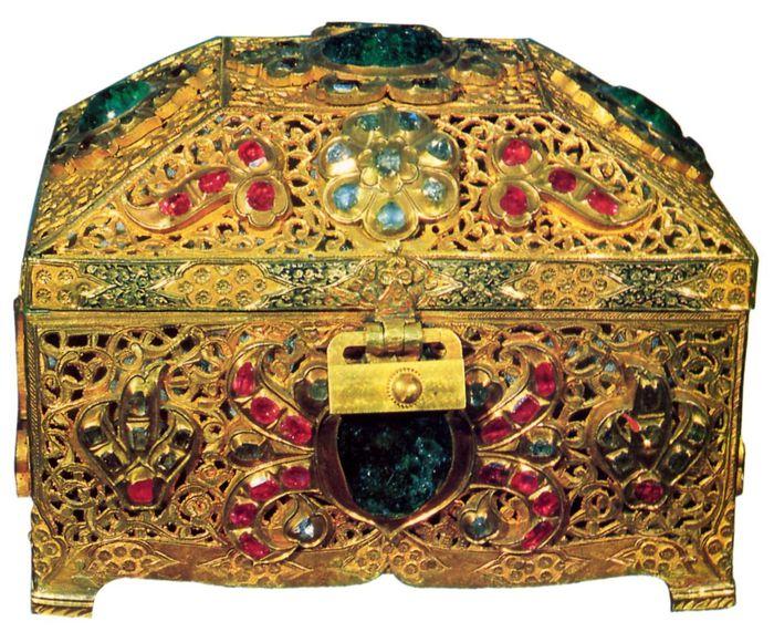 Золотой ларец, в котором находится зуб пророка Мухаммеда