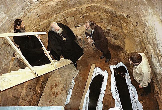Спасский собор. Раскопки под алтарем.