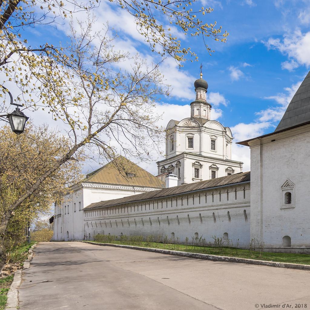 Трапезная и Архангельская церковь