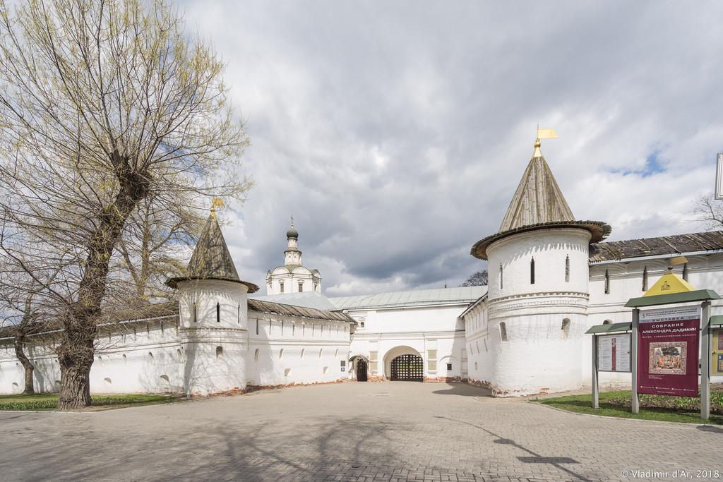 Андроников монастырь. Святые врата.