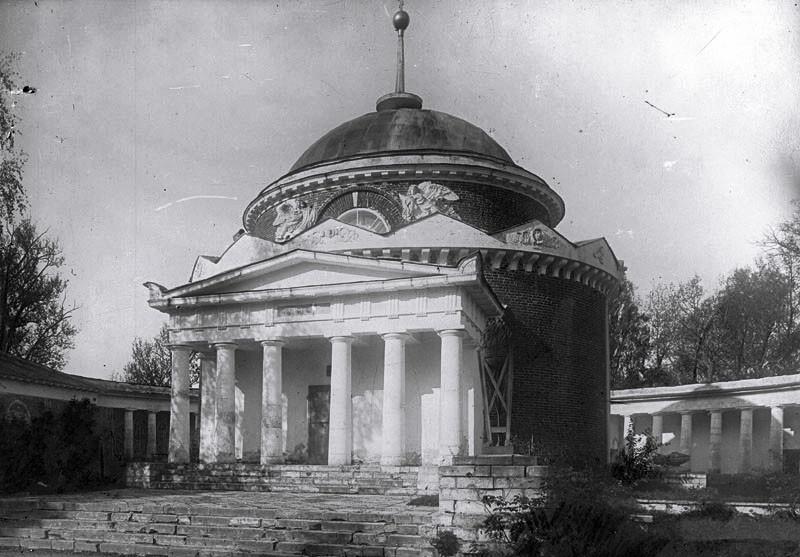 Усыпальница Волконских в Суханово