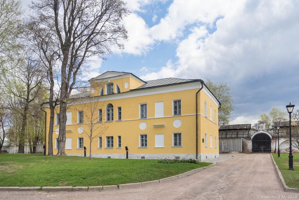 Спасо-Андроников монастырь. Корпус Духовного училища.