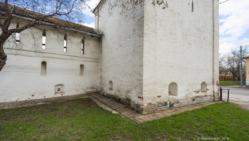 Спасо-Андроников монастырь. основание Южной башни.