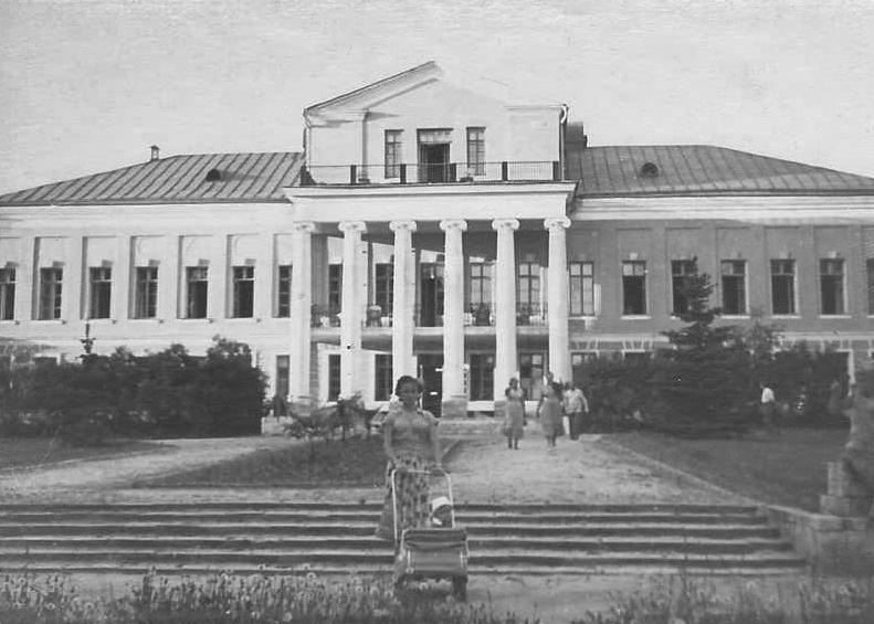 Главное здание усадьбы Суханово