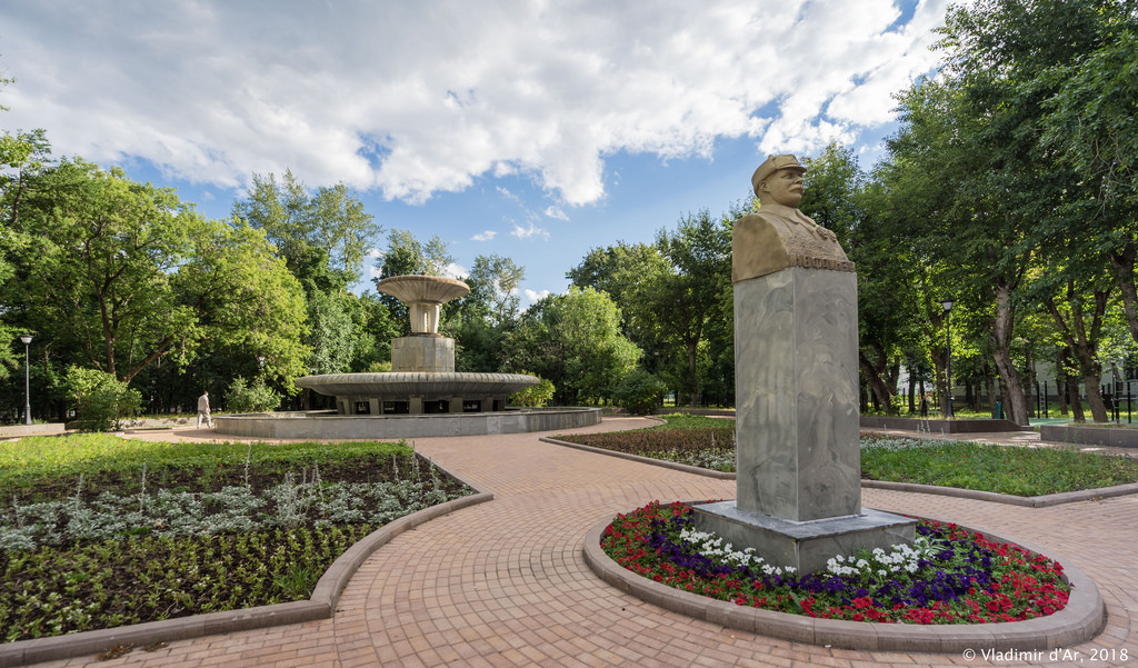 Памятник В.И Фрунзе на Девичьем поле