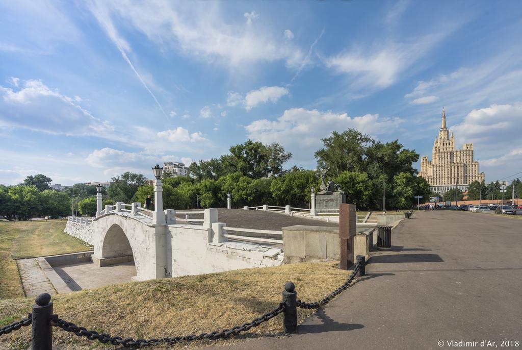 Горбатый мост на Пресне