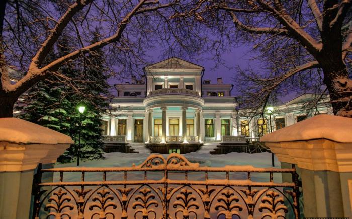 Да хоть во дворце! В каких домах и как жили крупнейшие чаеторговцы царской России.