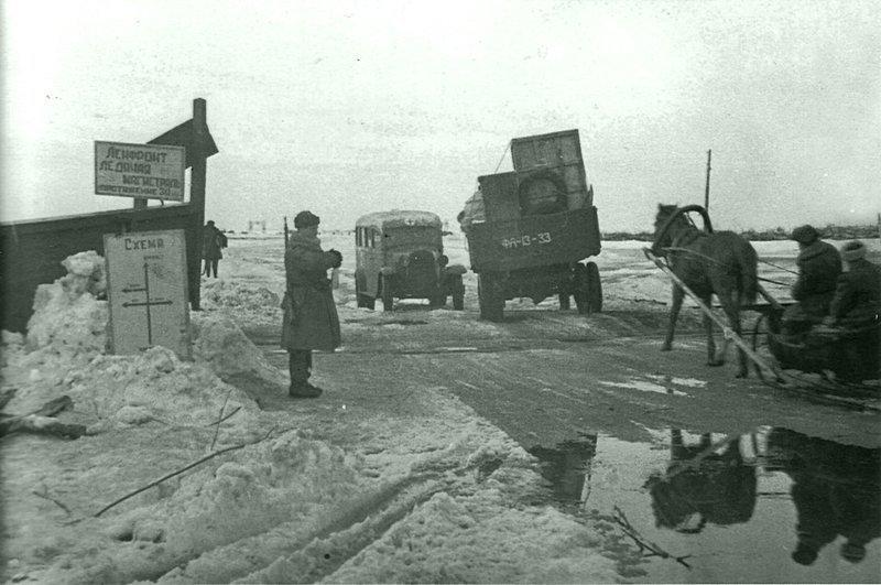 Перемещение грузов и людей по Ладожскому озеру