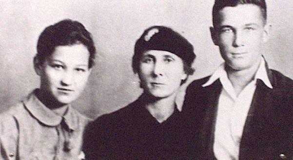 Семья Космодемьянских (Зоя, Любовь Тимофеевна, брат Александр)