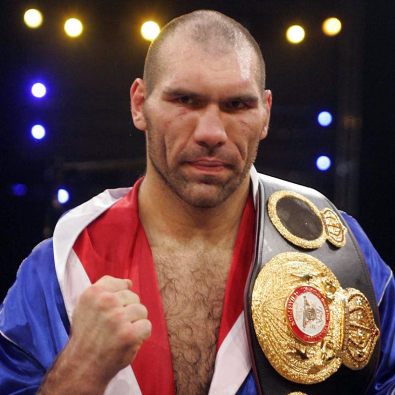 Н. Валуев (в боксёрском мире Коля Кувалда)