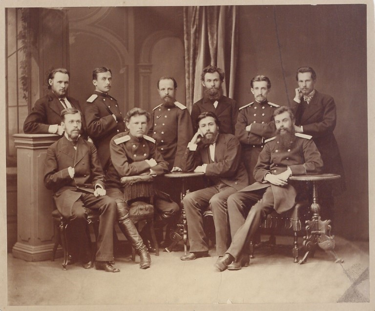 Павлов В Медико-хирургической академии (3-й справа во втором ряду)