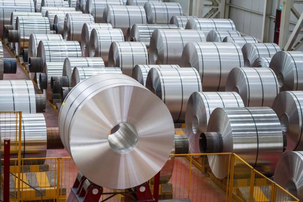 США возвращает 10-процентные пошлины на канадский алюминий