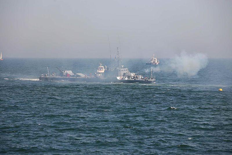 Монітор «Opanez» демонструє умовний обстріл надводної цілі, 15 серпня 2008 року