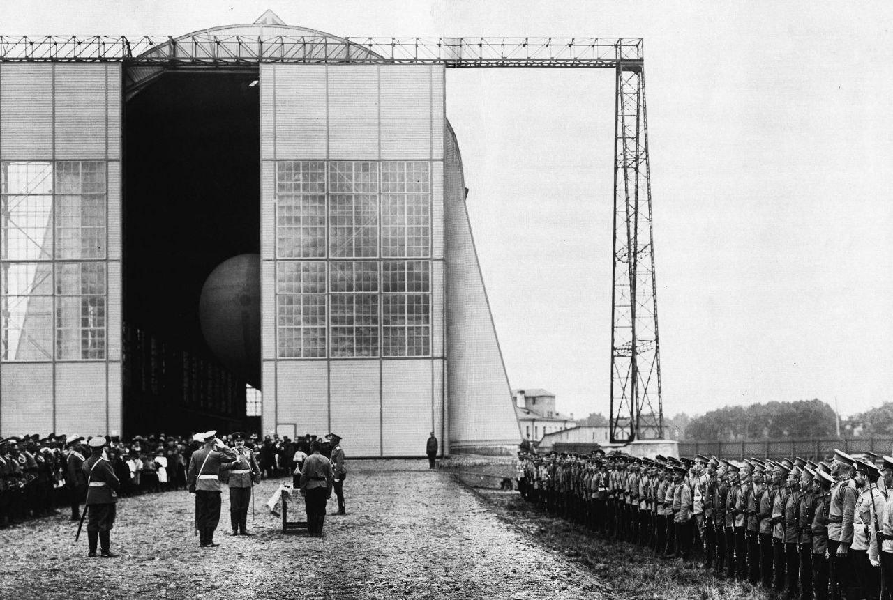 Торжественная сдача в эксплуатацию дирижабля «Ястреб», 1910 год.