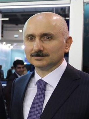 Адиль Караисмаилоглу (р. 1969) - турецкий инженер-механик, государственный служащий и нынешний министр транспорта и инфраструктуры.