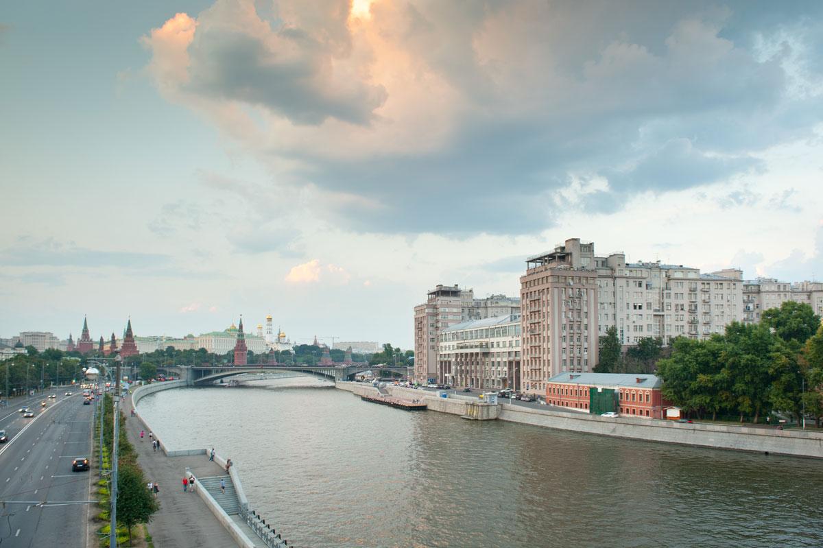 Москва, центр с видом на Москву-реку