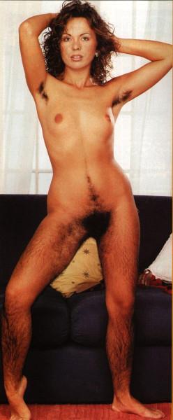 фото голых женщин с волосатыми ногами