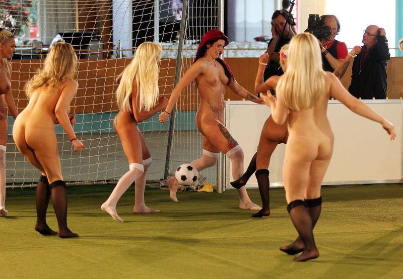 naked-women-in-stadium