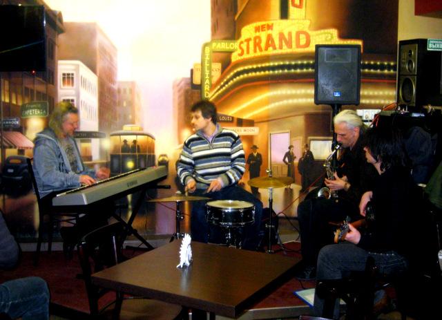 Red Tie Jazz Band на сцене