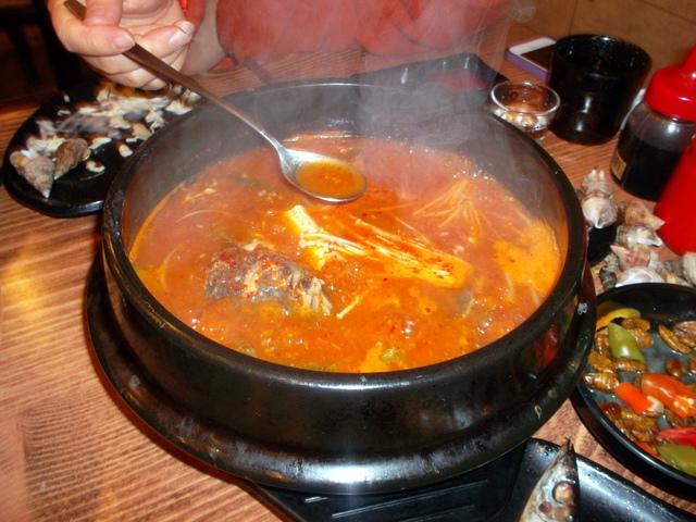 Острый суп из рыбьих костей