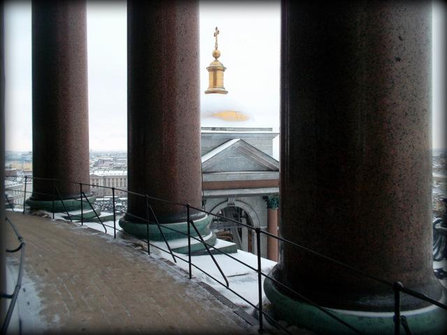 На колоннаде