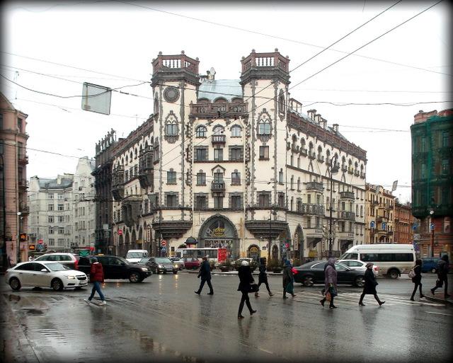 Петербург. Площадь Льва Толстого