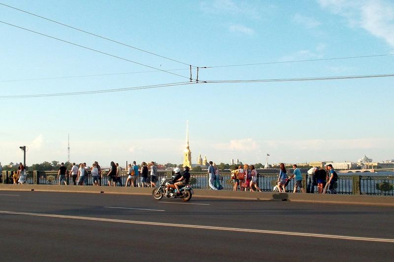 На Дворцовом мосту