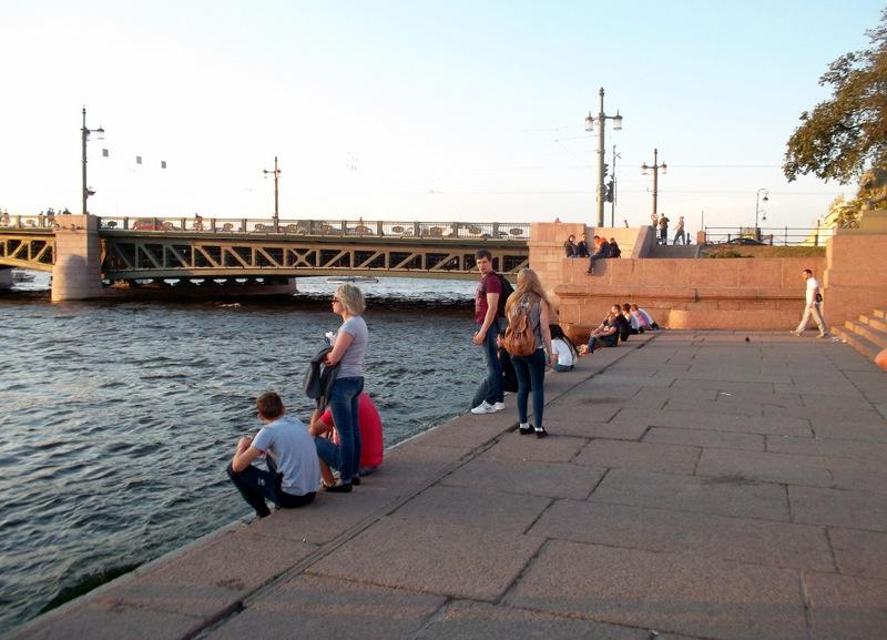 У Дворцового моста