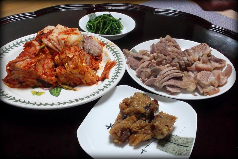 Кимчи, свинина, зелень и якпаб