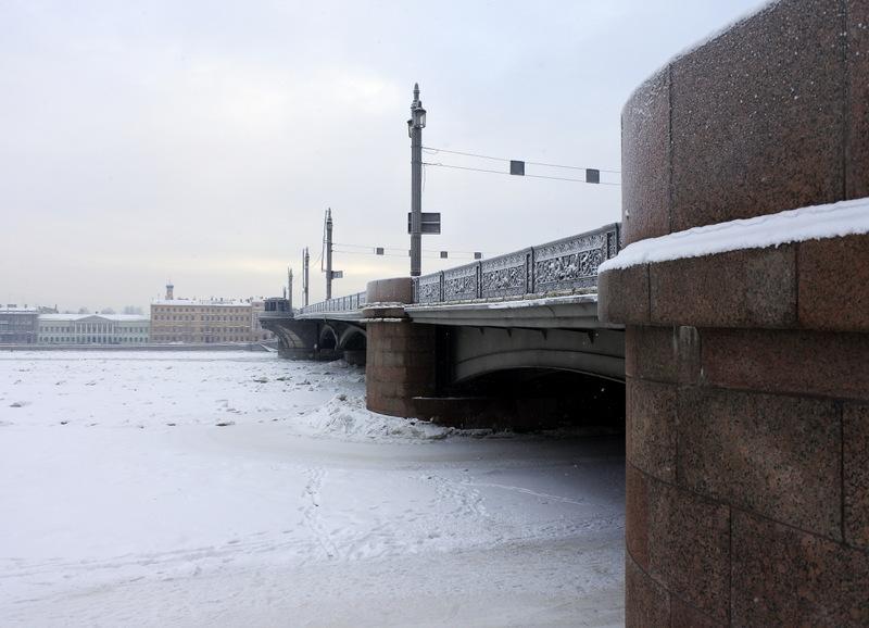 У Благовещенского моста