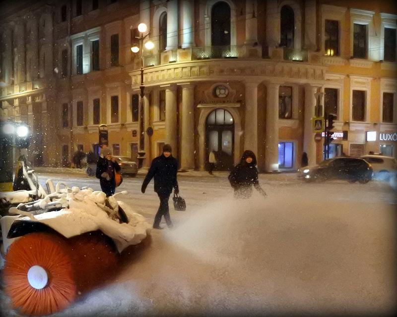 Снегоуборочная машина на Невском