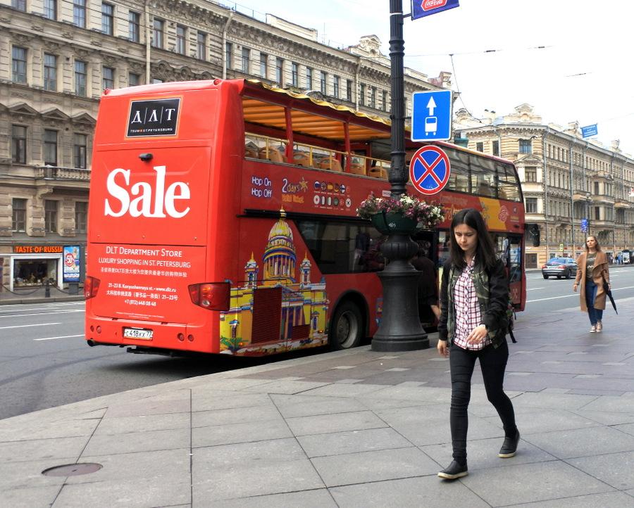 Экскурсионный автобус на Невском