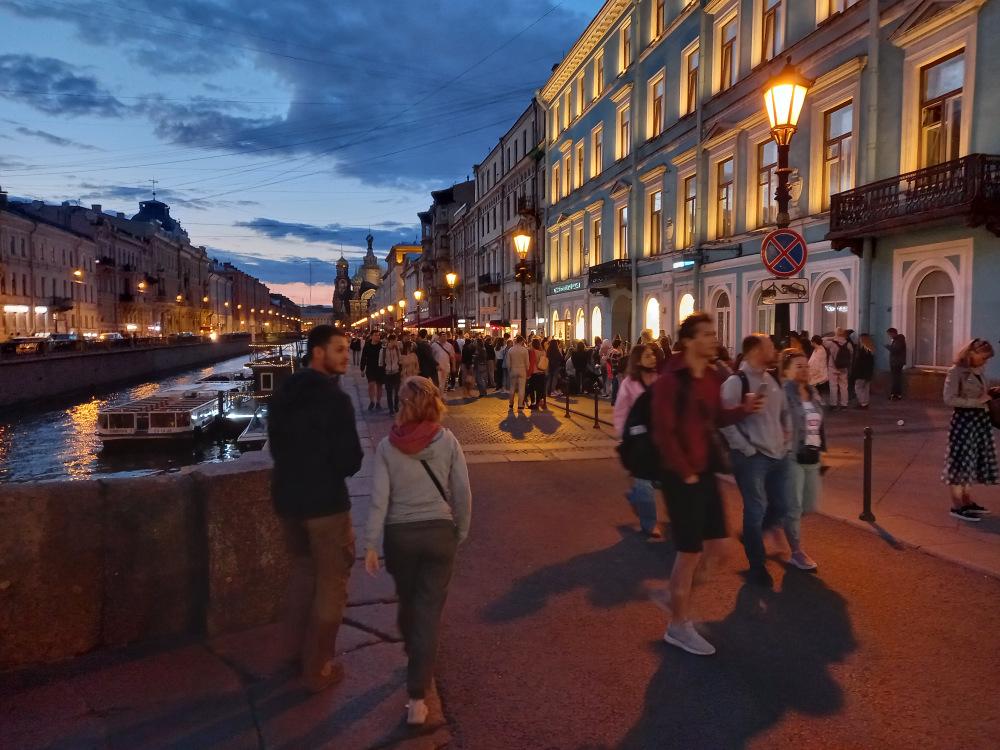 Конец июля, вечер. Невский проспект