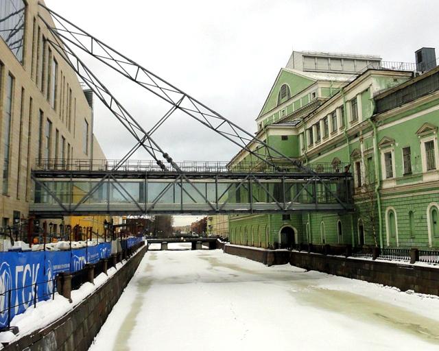Мост между двумя сценами Мариинки