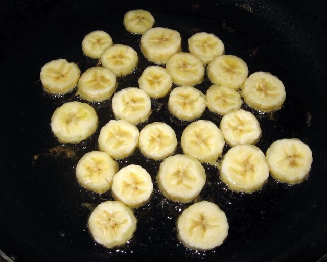 бананы на сковороде